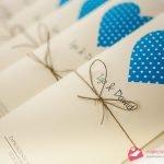"""""""SERCE W GROCHY"""" – Oryginalne zaproszenia ślubne niebieskie serca w stylu vintage z dratwą"""