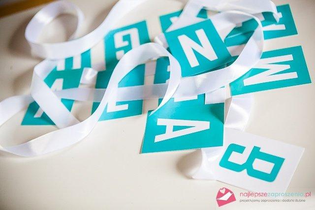 litery na tasiemce