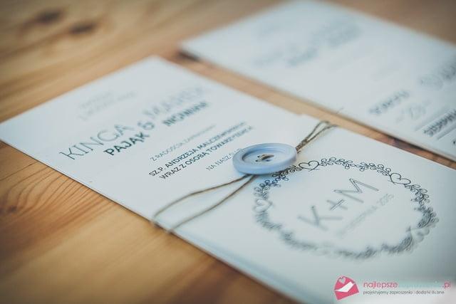 """Zaproszenia """"Guzik"""" Zaproszenia minimalistyczne zaproszenia ślubne weselne Zaproszenia oryginalne Zaproszenia z guzikiem Zaproszenia z dratwą"""