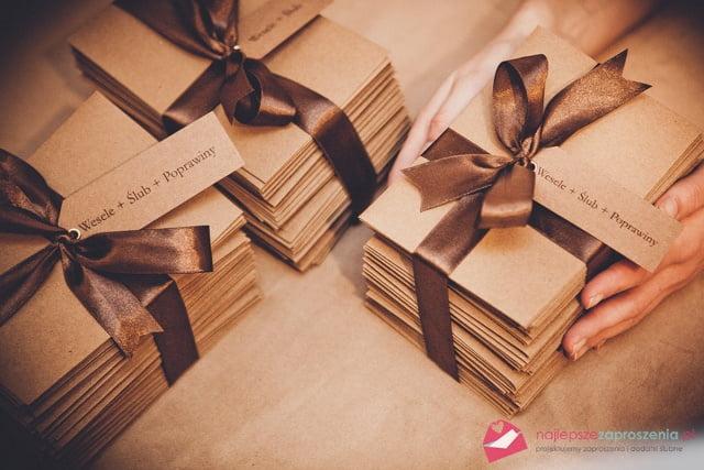 pakowanie zaproszeń ślubnych