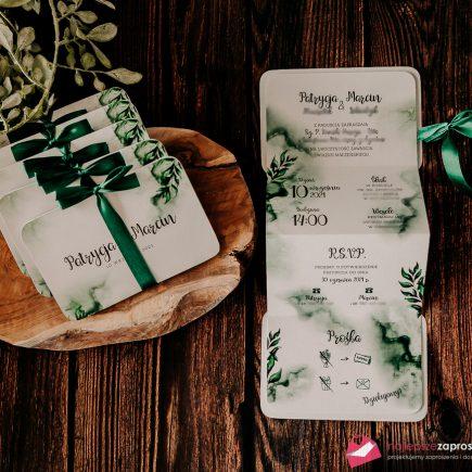 zaproszenie z motywem zielonych liści w kolorze butelkowej zieleni